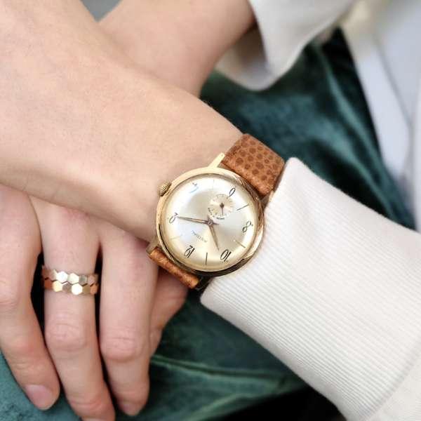 Montre femme vintage or bracelet lien marron beige